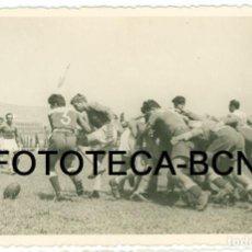 Fotografía antigua: FOTO ORIGINAL PARTIDO DE RUGBY ESPAÑA AÑO 1949 - 13X8 CM. Lote 92256045