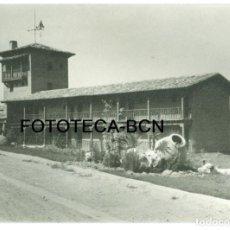 Fotografía antigua: FOTO ORIGINAL EDIFICIO ALREDEDORES EMBALSE ENTREPEÑAS AÑO 1966 - 10,5X7,5 CM. Lote 92340800