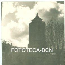Fotografía antigua: FOTO ORIGINAL SANT LLORENÇ DE MORUNYS IGLESIA FUENTE AÑO 1956 - 10,5X7,5 CM. Lote 93567810
