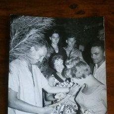 Fotografía antigua: ANTIGUA FOTOGRAFÍA.CAMPING SANTA MARTA.CULLERA.VALENCIA.CONCURSO DE BELLEZA.FOTOGRAFO FINEZAS.FOTO. Lote 93582100