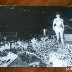 Fotografía antigua: ANTIGUA FOTOGRAFÍA.CAMPING SANTA MARTA.CULLERA.VALENCIA.CONCURSO DE BELLEZA.FOTOGRAFO FINEZAS.FOTO. Lote 93582515