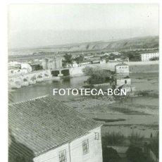 Fotografía antigua: FOTO ORIGINAL CORDOBA PUENTE ROMANO RIO GUADALQUIVIR AÑOS 60 - 10,5X7,5 CM. Lote 93756250