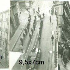 Fotografía antigua: LOTE 3 FOTOS FALLAS DE VALENCIA AMBIENTE EN LA CALLE BANDA DE MUSICA TRACAS AÑOS 50/60. Lote 93986480