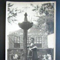 Fotografía antigua: ANTIGUA FOTOGRAFÍA ROMERÍA TÍPICA CASTELLANA EN EL PARRAL. TRAJE REGIONAL BURGALESA RIBEREÑA. 1953. Lote 94120015