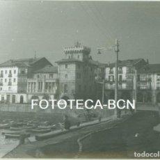 Fotografía antigua: FOTO ORIGINAL CASTRO URDIALES PUERTO BARCAS PESCADORES AÑOS 60 - 10,5X7,5 CM. Lote 94556907
