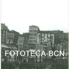 Fotografía antigua: FOTO ORIGINAL PUERTO DE BERMEO BARCAS PESCADORES AÑOS 60 - 10,5X7,5 CM. Lote 94562359