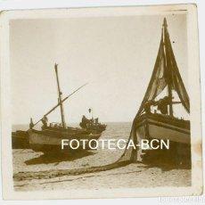Fotografía antigua: FOTO ORIGINAL BARCAS PESCADORES REDES COSTA CATALANA AÑO 1945. Lote 94587871