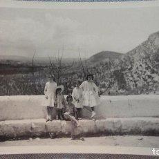 Fotografía antigua: ANTIGUA FOTOGRAFA.NIÑAS EN ULLDECONA.TARRAGONA.1958. Lote 95019039