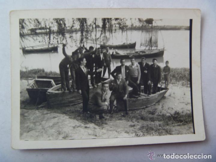 FOTO DE GRUPO DE HOMBRES EN UNA BARCA , PASO DEL GUADALQUIVIR POR CORIA (Fotografía Antigua - Fotomecánica)