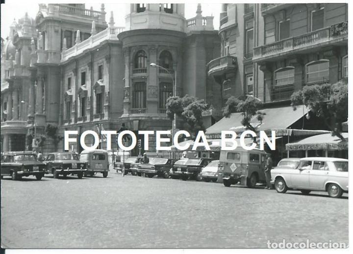 FOTO ORIGINAL VALENCIA PLAZA DEL AYUNTAMIENTO COCHE DODGE LAND ROVER AUTHI RENAULT TAXI SEAT AÑOS 60 (Fotografía Antigua - Fotomecánica)