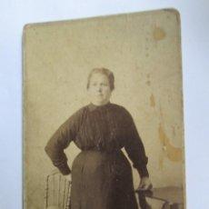 Fotografía antigua: BELLINI Y ABÓ MUJER MAYOR, FOTO CARTON DURO. OLD WOMAN, PHOTO CARTON HARD. FEMME AGEES, PHOTO ISOREL. Lote 95716095