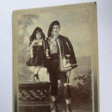 Fotografía antigua: HOMBRE Y NIÑO CON DISFRAZ. MAN AND CHILD WITH CLOTHING. L'HOMME ET DES ENFANTS AVEC COSTUME.. Lote 95716167