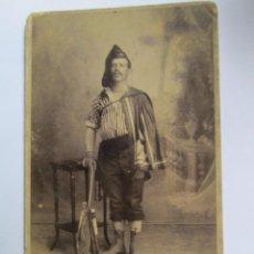 Fotografía antigua: HOMBRE ARTISTA MALAVARISTA. ARTISTE MAN BATELEUR. MAN ARTIST MALABARISTA.. Lote 95716247
