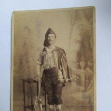 Fotografía antigua: HOMBRE ARTISTA MALAVARISTA. ARTISTE MAN BATELEUR. MAN ARTIST MALABARISTA.. Lote 95716259