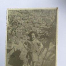 Fotografía antigua: NIÑO DESCALZO - CHILD DISCOUNT - BOYFRIEND FEET - BOY NUS. Lote 95716295