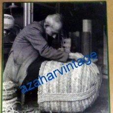 Fotografía antigua: SEVILLA, TRIANA, ESPARTERIA EN LA CALLE SAN JORGE, FOT.ANTONIO DIAZ, ESPECTACULAR ,LEER MEDIDAS. Lote 95734615