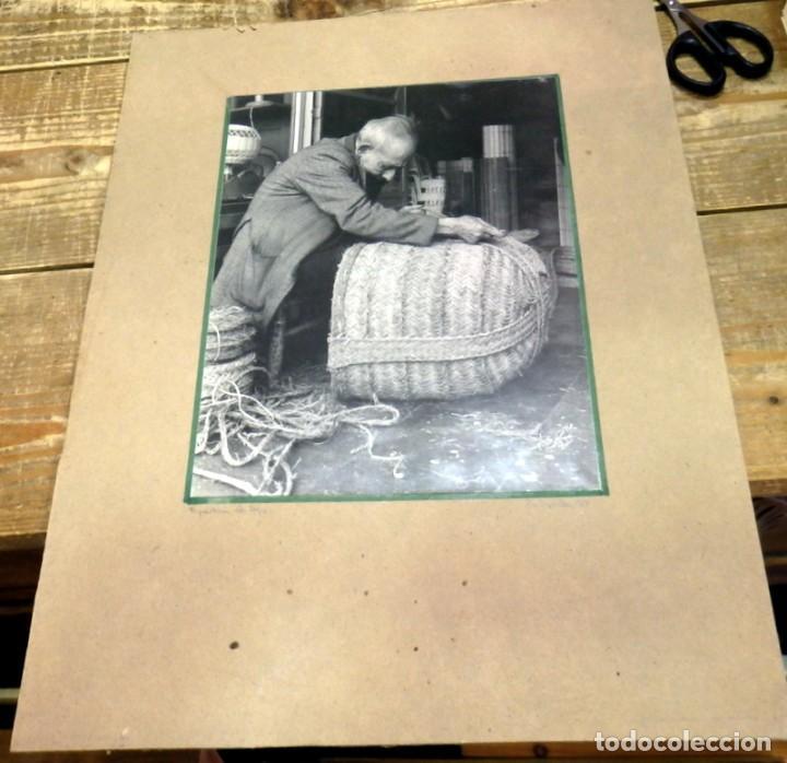 Fotografía antigua: SEVILLA, TRIANA, ESPARTERIA EN LA CALLE SAN JORGE, FOT.ANTONIO DIAZ, ESPECTACULAR ,LEER MEDIDAS - Foto 2 - 95734615