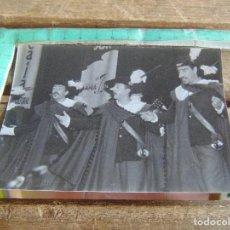 Fotografía antigua: FOTO FOTOGRAFIA CARNAVAL DE CADIZ CARNAVALES EN EL TEATRO COMPARSA CYRANO. Lote 95793479