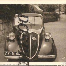 Fotografía antigua: ANTIGUA FOTO, COCHE SIMCA-5 Ó FIAT 500 TOPOLINO, 1952, 7X10. Lote 95832739