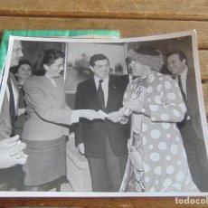 Fotografía antigua: FOTO FOTOGRAFIA CARNAVAL DE CADIZ CARNAVALES PASACALLES DESFILE TEATRO PREMIOS LA TIENDA DE LA CABRA. Lote 95901591