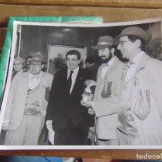 Fotografía antigua: FOTO FOTOGRAFIA CARNAVAL DE CADIZ CARNAVALES PASACALLES DESFILE TEATRO PREMIOS LA NOCHE. Lote 95901655