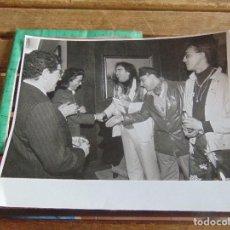 Fotografía antigua: FOTO FOTOGRAFIA CARNAVAL DE CADIZ CARNAVALES PASACALLES DESFILE TEATRO PREMIO LOS TITIS DE CAI. Lote 95901851