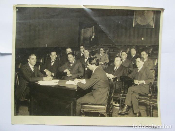 Bureau Le Of La : Hombres en la oficina escritorios. men in the kaufen alte