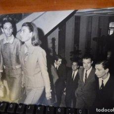 Fotografía antigua: GRAN FOTOGRAFIA DE CRISTA, TESSA Y FERNANDO DE BAVIERA CON EL DUQUE DE CADIZ. RESERVADO!. Lote 151894265