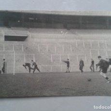 Fotografía antigua: FOTOGRAFÍA DE JUGADORES DE FUTBOL. ENTRENAMIENTO.. Lote 96535527