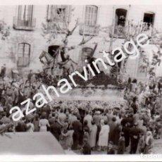 Fotografía antigua: SEMANA SANTA SEVILLA, 1958, CRISTO DE LAS TRES CAIDAS, TRIANA, 105X75MM. Lote 96750823