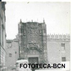 Fotografía antigua: FOTO ORIGINAL VALLADOLID COLEGIO SAN GREGORIO AUTOCAR AÑOS 60 - 10,5X7,5 CM. Lote 97233859