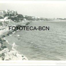 Fotografía antigua: FOTO ORIGINAL TARRAGONA COSTA PLAYA AÑOS 60 - 9,5X6,5 CM. Lote 97271659