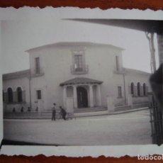Fotografia antica: FOTO ORIGINAL. FACHADA ESCOLA GRADUADA DE MANACOR. AÑOS 30. MALLORCA.. Lote 97356835