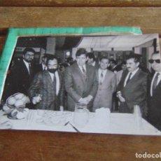 Fotografía antigua: FOTO FOTOGRAFIA CADIZ PERSONALIDADES ALFONSO PERALES MIGUEL MANAUTE. Lote 97753048