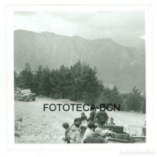 Fotografía antigua: FOTO ORIGINAL ANDORRA EXCURSION LAND ROVER - AÑOS 60 - 8X8 CM. Lote 97927495