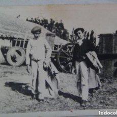 Fotografía antigua: FOTO DE MULETILLAS UNA CAPEA EN UNA PLAZA IMPROVISADA. Lote 98502335
