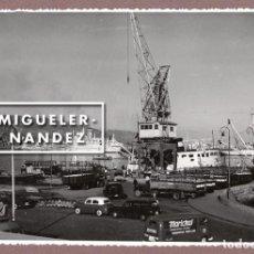 Fotografía antigua: FOTOGRAFÍA DEL PUERTO DE SANTA CRUZ DE TENERIFE - A. BENÍTEZ 1962. Lote 98512899