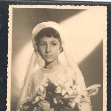 Fotografía antigua: FOTO: NIÑA DE PRIMERA COMUNIÓN. JUNIO 1950. (C/A23). Lote 99156375