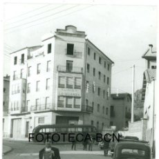 Fotografía antigua: FOTO ORIGINAL SEU D'URGELL CLINICA LA ALIANZA COCHE AUTOBUS VIAJE A ANDORRA AÑO 1960. Lote 100710095