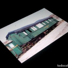 Fotografía antigua: FOTOGRAFÍA ORIGINAL VAGÓN RENFE SA-706, MATERIAL REMOLCADO, GIJÓN 19-IV-1992. TAMAÑO 10 X 15.. Lote 101136735