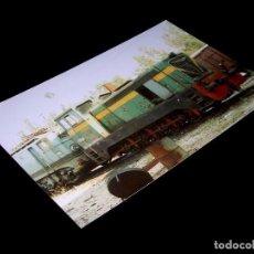 Fotografía antigua: FOTOGRAFÍA ORIGINAL LOCOMOTORA 10.516 305 RENFE, ALCAZAR SAN JUAN, HACIA 1990. TAMAÑO 10 X 15.. Lote 101140115