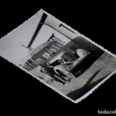 Fotografía antigua: FOTOGRAFÍA ORIGINAL AUTOBUS GE-4487, Cª AUTOBUSES SALT GERONA, AÑOS 40-50. 10,5 X 7 CMS.. Lote 101144799