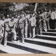 Fotografía antigua: FOTOGRAFÌA PRINCIPIOS S XX.REUNION EN POSE DE GRUPO SEÑORES.. Lote 101365551