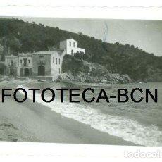 Fotografía antigua: FOTO ORIGINAL PLAYA DE TAMARIU BARCAS DE PESCADORES PALAFRUGELL COSTA BRAVA AÑO 1935. Lote 101617159