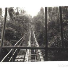 Fotografía antigua: TREN CREMALLERA DE MONTSERRAT. 1962. Lote 101674127