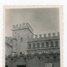 Fotografía antigua: FOTO ORIGINAL VALENCIA LA LONJA LLOTJA - ABRIL DE 1941. Lote 102583231