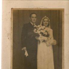 Fotografía antigua: FOTO: MATRIMONIO. AÑO SOBRE 1950. FOTO PLAYMAR. (B/58). Lote 104282515