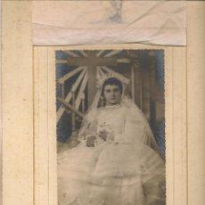 Fotografía antigua: FOTO: NIÑA DE PRIMERA COMUNIÓN. CON UNA DEDICATORIA 1954. FOTO FRANZIS. SEVILLA. (B/58). Lote 104282895
