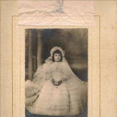 Fotografía antigua: FOTO: NIÑA DE PRIMERA COMUNIÓN. CON UNA DEDICATORIA 1954. FOTO FRANZIS. SEVILLA. (B/58). Lote 104283007