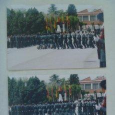 Fotografía antigua: GUARDIA CIVIL : LOTE DE 2 FOTOS DE AGENTES DE LA GUARDIA CIVIL DESFILANDO. Lote 104421467